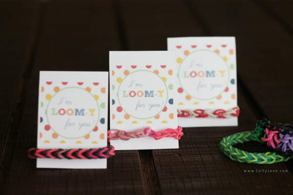 Adorable loom band lover gift idea for Valentine's Day for boys! FREE printable tag! {lollyjane.com}