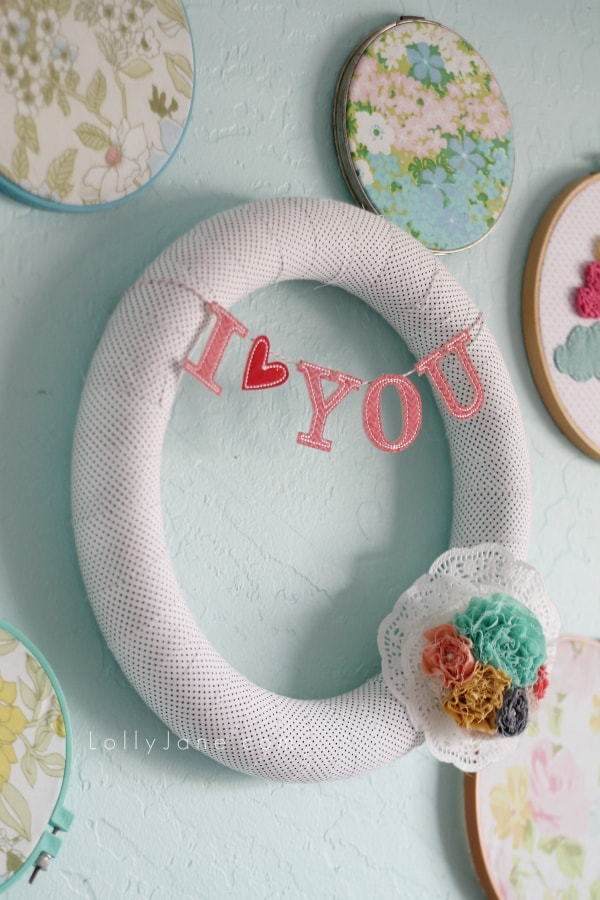 I love you bunting Valentine wreath, easy tutorial!