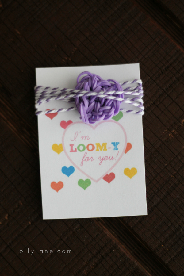 Adorable loom band lover gift idea for girls! Tutorial to make the loom band heart PLUS a free printable tag! {lollyjane.com}