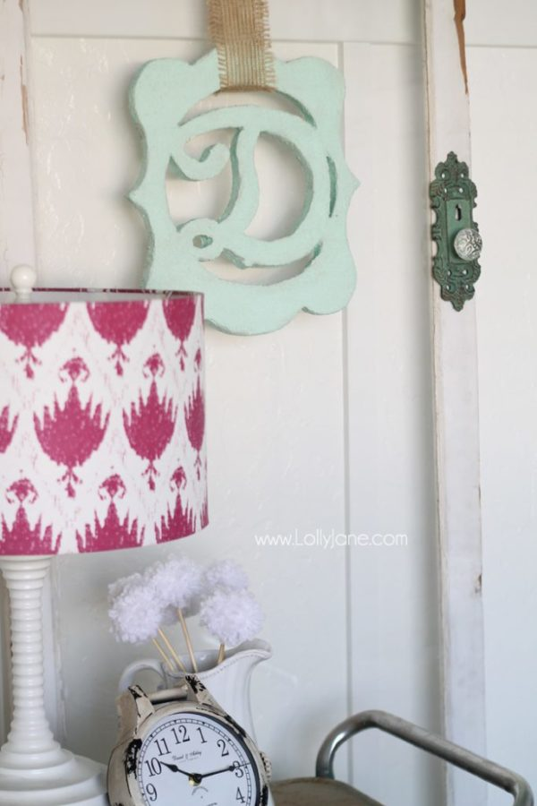 Faux plaster monogram decor tutorial. Made from styrofoam! Cool!!