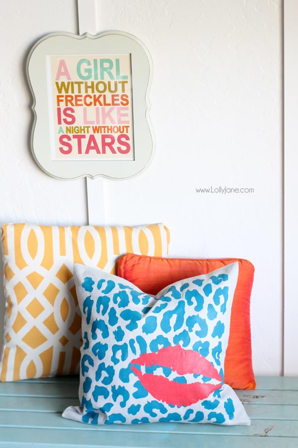 DIY Stenciled Pillow tutorial (via lollyjane.com)