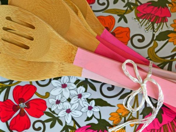 Paint Dipped Utensils + lots of other Mothers Day ideas!