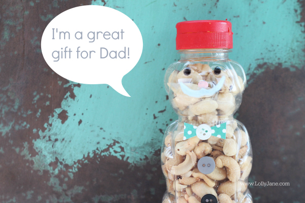 Adorable Father's Day bear snack jars. Easy to make! Perfect for Dad! via @lollyjaneblog {www.lollyjane.com}