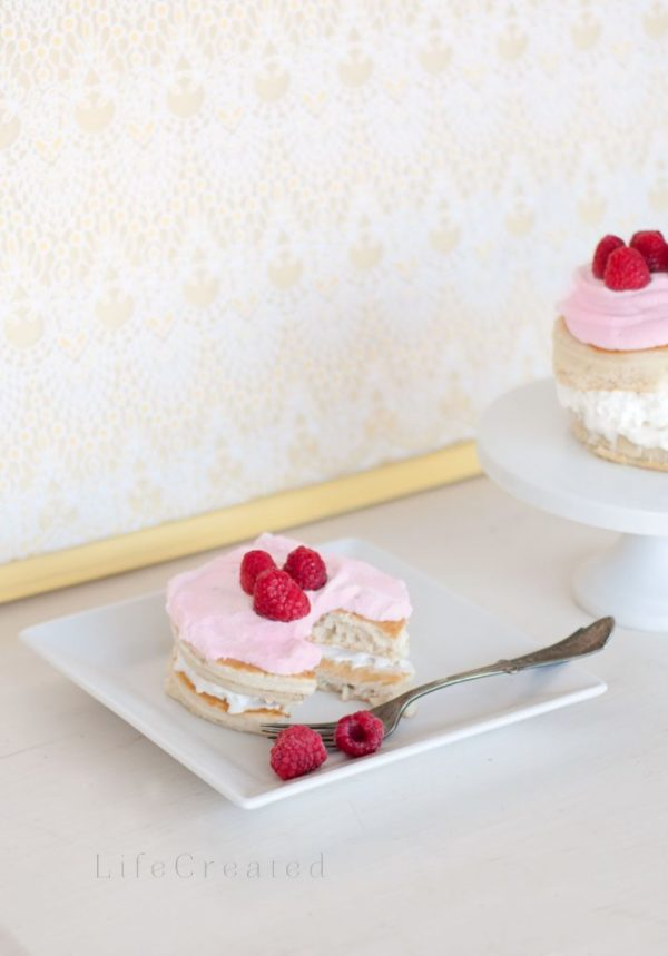 Make this easy raspberry whipped cream with fresh berries, yum!