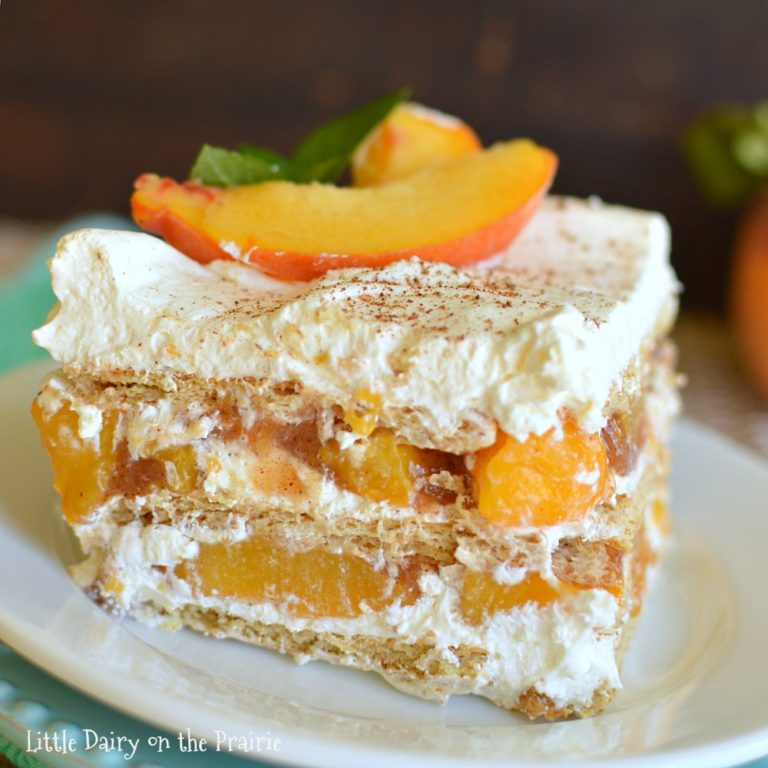 Looking for a super quick and easy fall dessert? Try this yummy No Bake Peach Icebox Cake. It's piled high with luscious layers of whipped cream, peaches and graham crackers! #falldessert #peaches #peachesdessert #peachesrecipe #recipeidea #fallrecipe