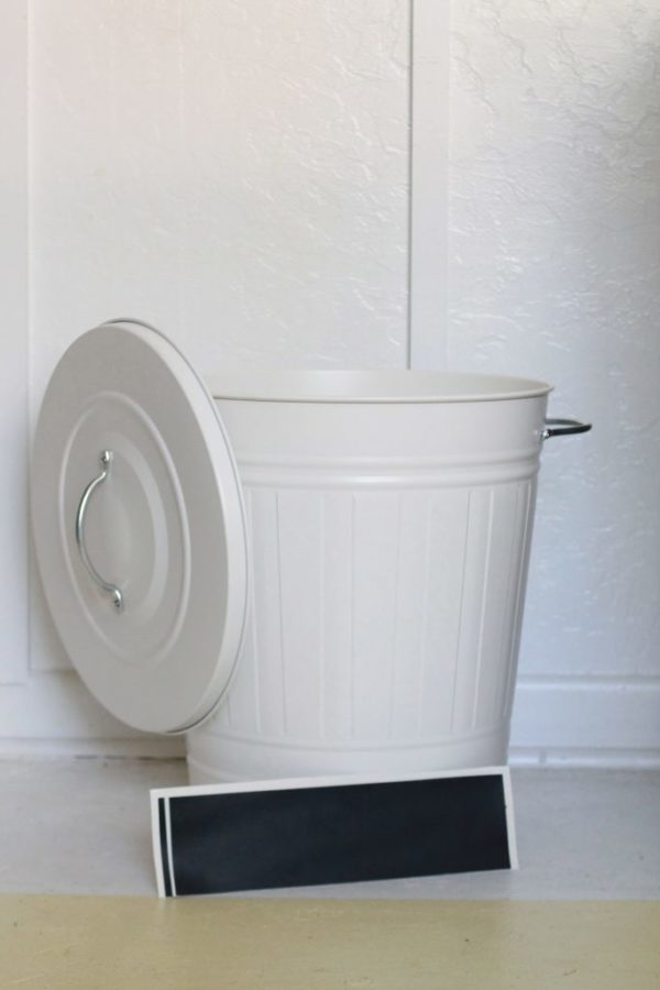 Pretty dog food storage! An easy way to store your dog's food!