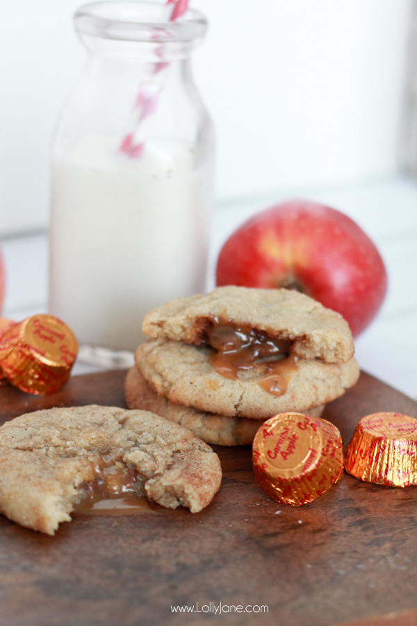 Caramel Apple Snickerdoodles. The taste of fall stuffed in a chewy snickerdoodle cookie, YUM! |lollyjane.com