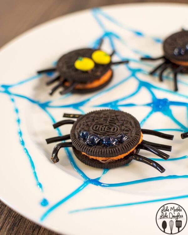 OREO spider cookies, so cute!!