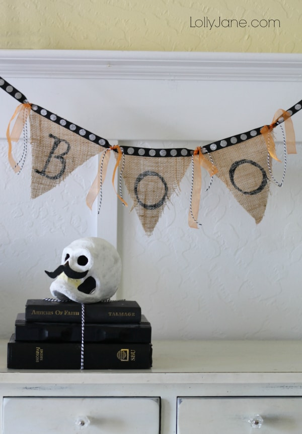 Fast and easy Halloween bunting! Cute BOO burlap banner!