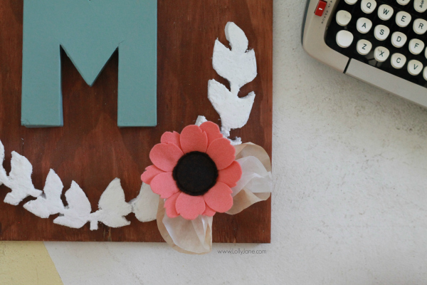 DIY project |Make this pretty monogram sign out of a surprise material: foam! Cute home decor that's easy to make! So cute with mixed media felt flowers and coffee filter leaves. A great how-to on lollyjane.com