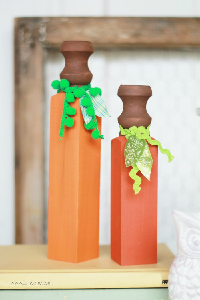 Wood Spindle Pumpkins, easy and fun craft!   lollyjane.com