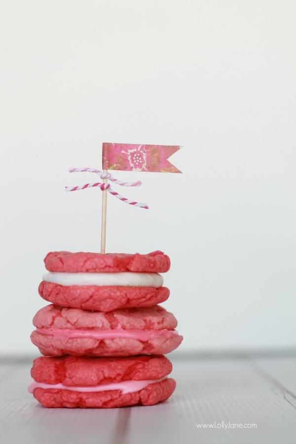 Easy pink whoopie pie cookies, yum!! | lollyjane.com