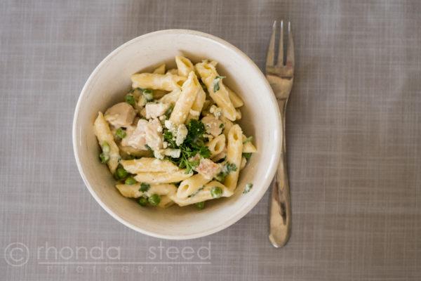 Easy chicken pasta recipe, yum! Quick and easy dinner idea!!