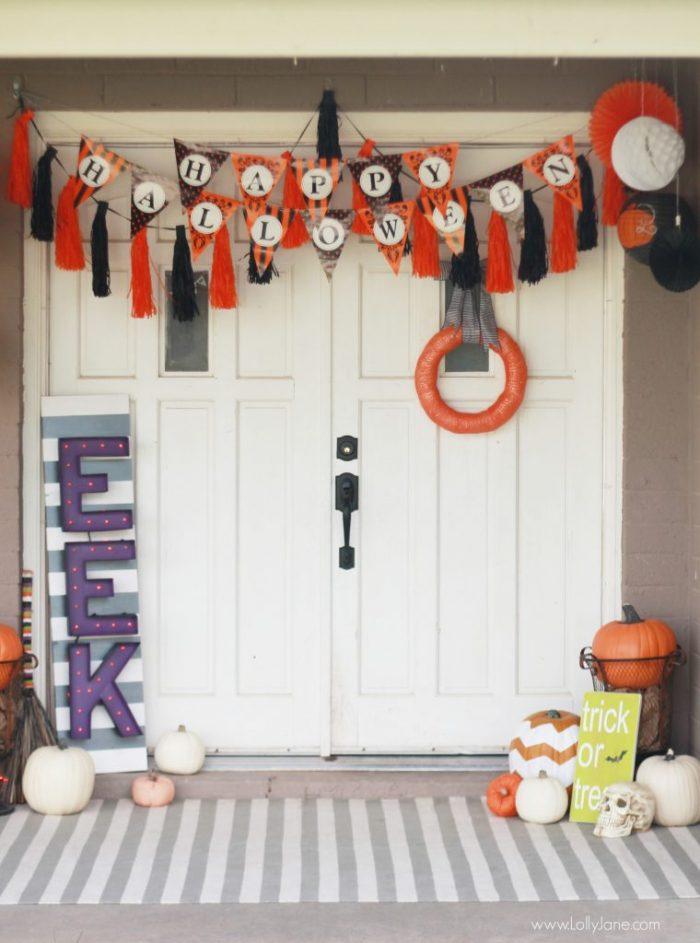 Easy Halloween porch decor | lollyjane.com