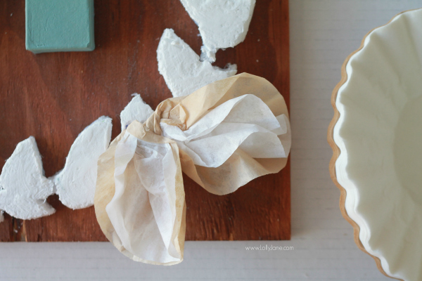 How to make a coffee filter bow, such a cute home decor craft idea! Click through to see the adorable mixed media monogram sign!