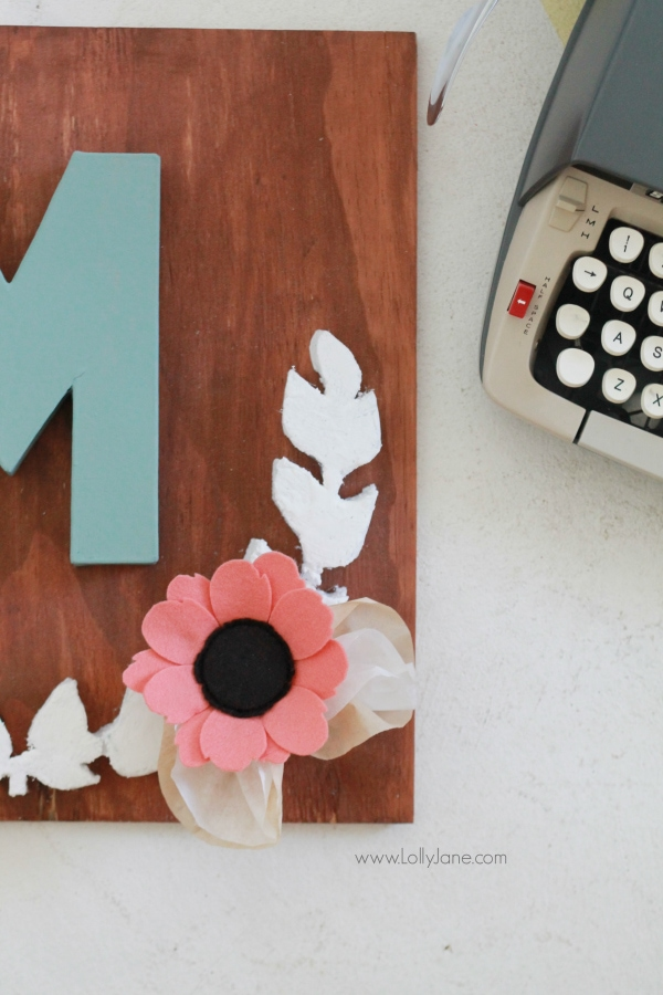 DIY project |Make this pretty monogram sign out of a surprise material: foam! Cute home decor that