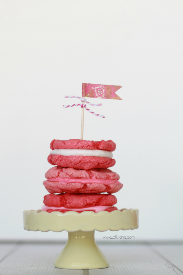 Easy pink whoopie pie cookies, yum!! | lollyjane.com