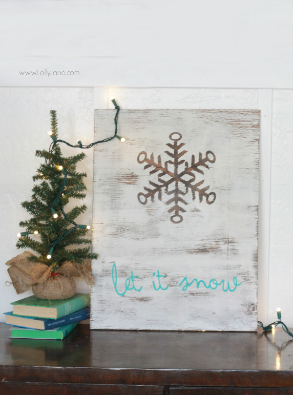 Pretty natural snowflake winter decor. This let it snow sign is so cute all season long. Cute Christmas decor!