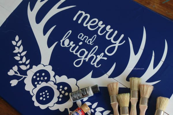 DIY | Easy way to build Merry and Bright Christmas pallet art using new wood, very cost effective for a huge sign! www.lollyjane.com
