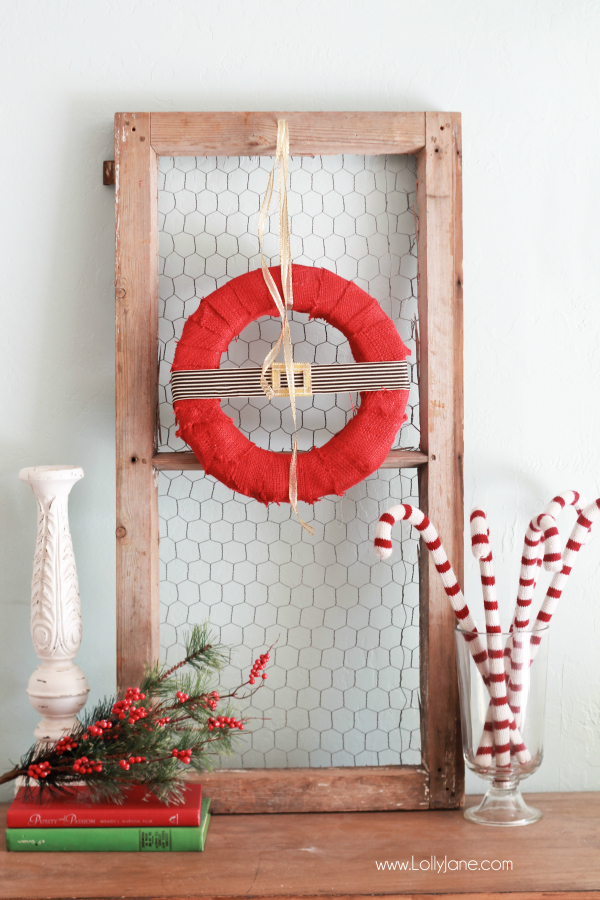 DIY Santa-inspired Holiday Wreath |via LollyJane.com