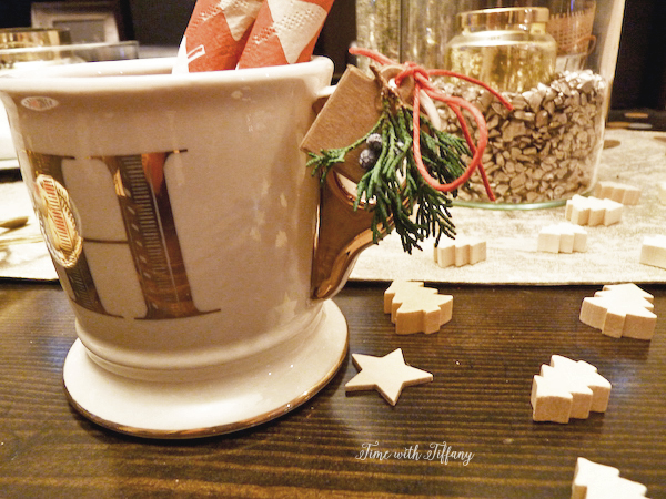 Easy Holiday Party Table Setting Tips |via TimeWithTiffany