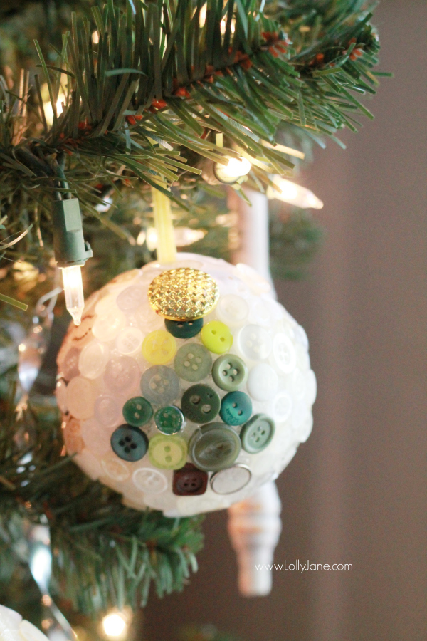 DIY | Easy button ornament, just use hot glue and buttons to create patterns, dimension. Great for little kids!