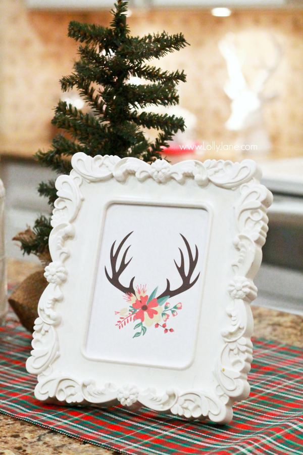 FREE Christmas antler print | Click through for Christmas kitchen decor ideas!