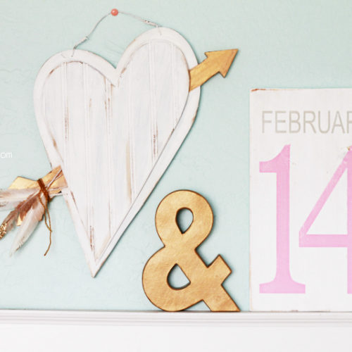 Thrifted Wood Heart makeover using Chalk Paint Powder BB Frosch, love the gold dipped glitter feathers!