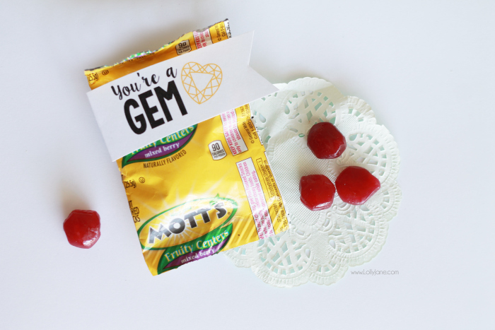 You're a GEM, cute FREE printable tag! Cute no candy Valentine's Day idea! Yummy fruit snacks with free tag!