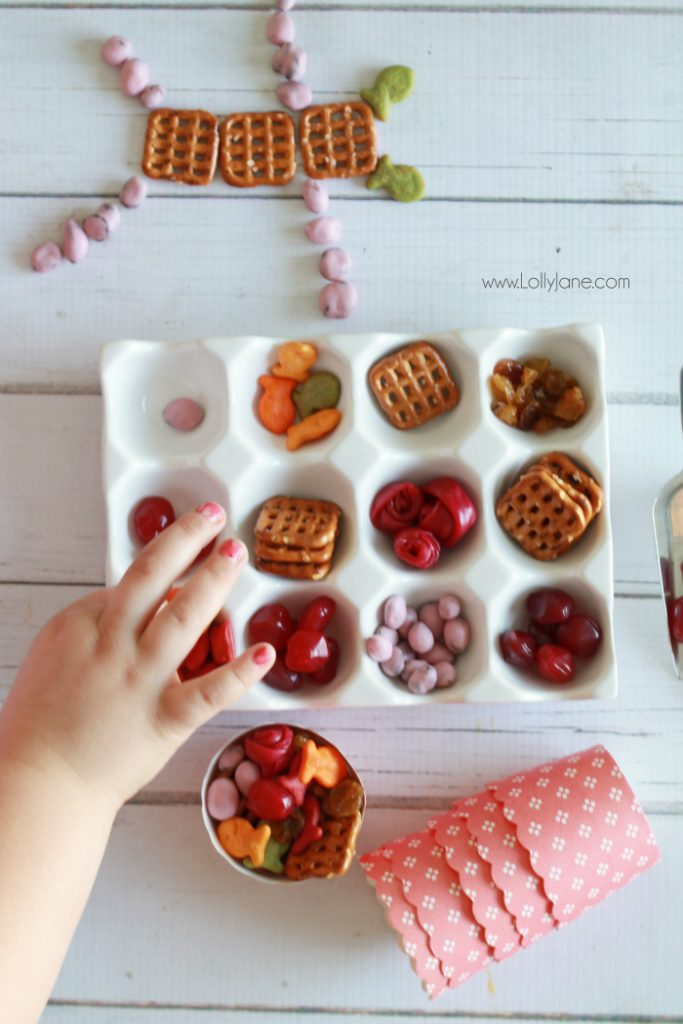 Bunny Bail Trail Mix recipe, lots of fun and healthy snack ideas! Great Easter treat idea and fun spring handout idea!