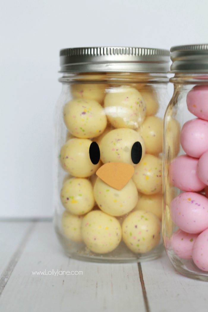 Adorable and EASY mason jar idea! Apply little faces to clear mason jars and fill with colorful candies to make quick Easter mason jar craft favors! Sooo cute!  Love this DUCK mason jar!