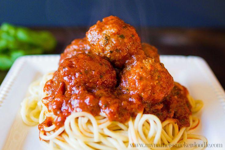 The BEST homemade meatballs recipe, so good! Great dinner idea, a family favorite recipe!