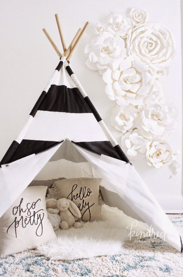 This black and white striped tent is so chic!