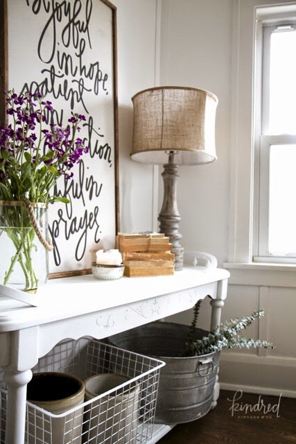 I just adore this gorgeous dining room accessorizing!