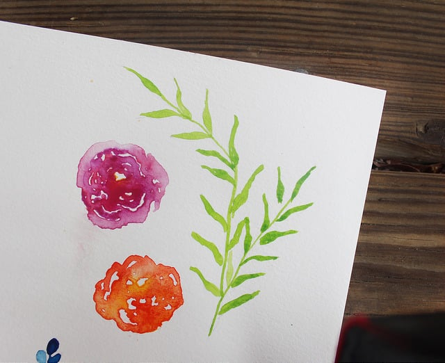 Learn how to watercolor flowers, these easy to paint watercolor leaves are so pretty and easy to duplicate. #watercolorflowers #watercolorleaves #howtowatercolor #watercolorforbeginners