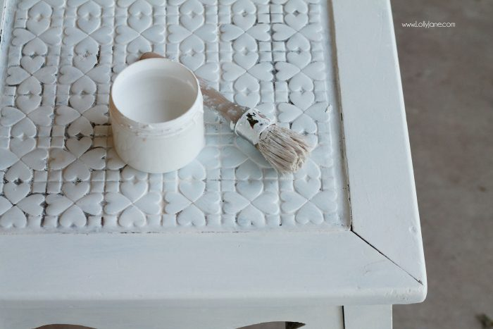 Pretty table makeover, check out the boring before. See how to turn a $8 thrifted table into a gorgeous after table! Love a good before/after furniture makeover. Love chalk paint and wax too! BBFrosch chalk paint powder is the best, affordable and easy to use!