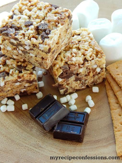 S'mores Rice Krispy Treats Recipe - So gooey with the right amount of crunch. Tastes like s'mores without the mess! Great summer recipe idea!