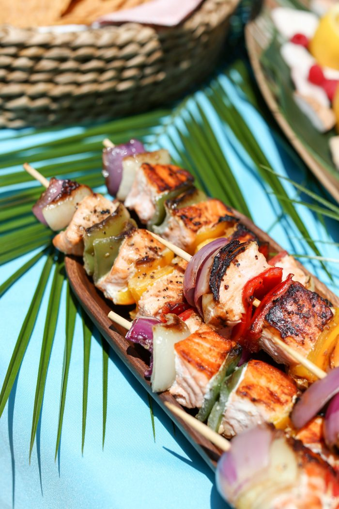 Make yummy kabobs for summer snacks for the perfect summer party! Plus top 5 punch recipes! Click through for 4 more yummy punch recipes plus luau party ideas!