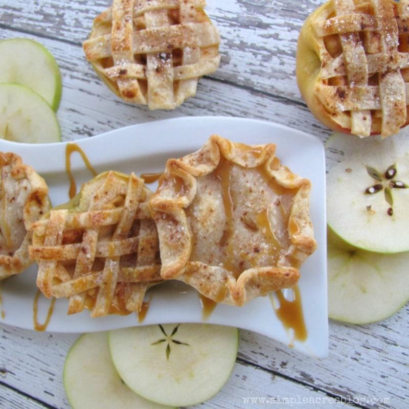 Apple Pie Bites recipe, so good! Perfect fall dessert recipe, yum! Love these mini apple pies!