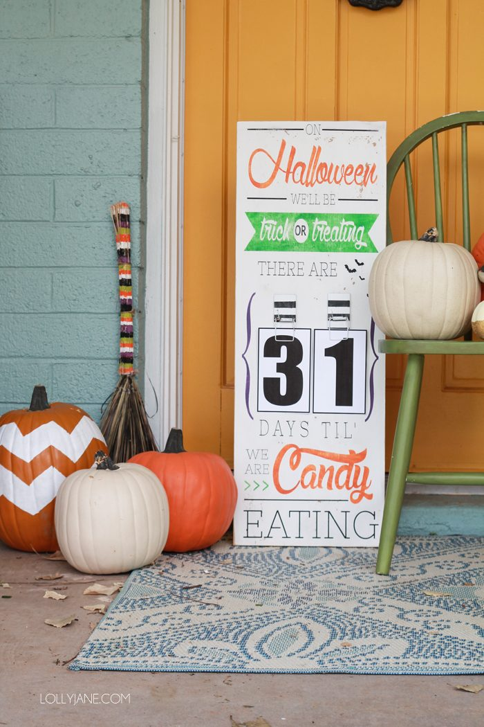 DIY Halloween Countdown Board with FREE printable numbers! Also has a FREE PRINTABLE version!