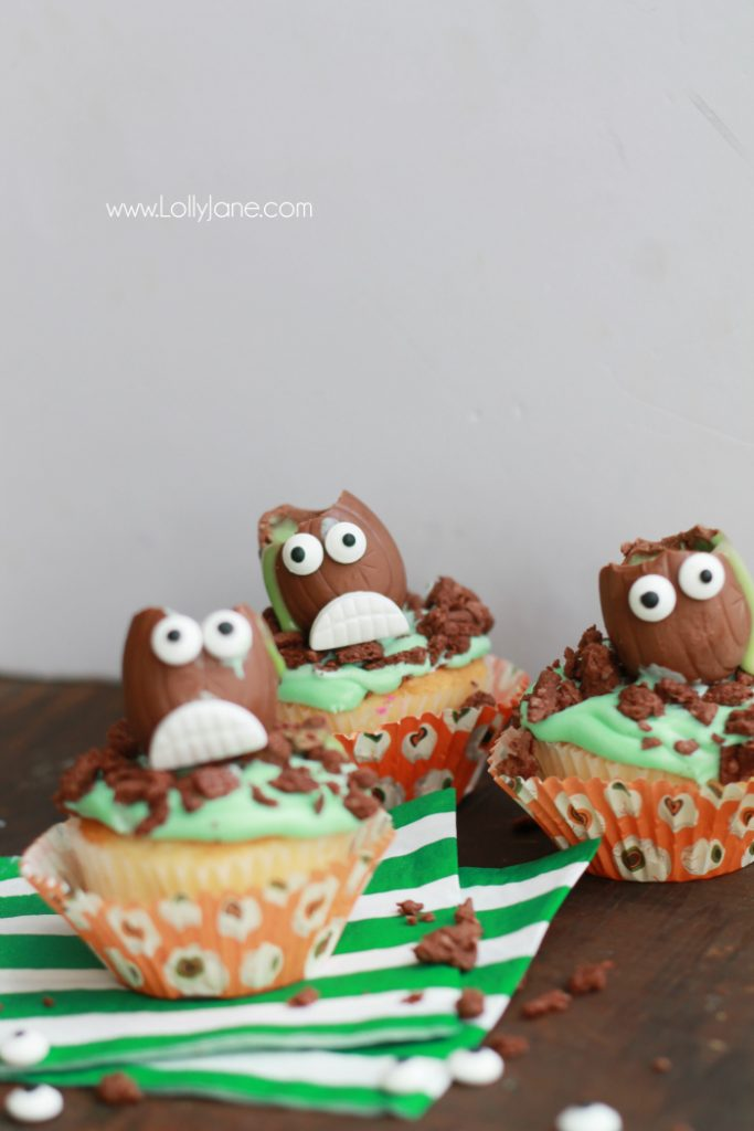 The cutest Halloween Cadbury Screme Eggs Zombie Cupcakes for a cute Halloween treat! Great Halloween party idea, cute kids Halloween treat idea! Love these easy zombie cupcakes!