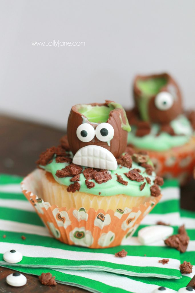 Love these easy Zombie Cupcakes made from Cadbury Screme Eggs! CUTE!!!