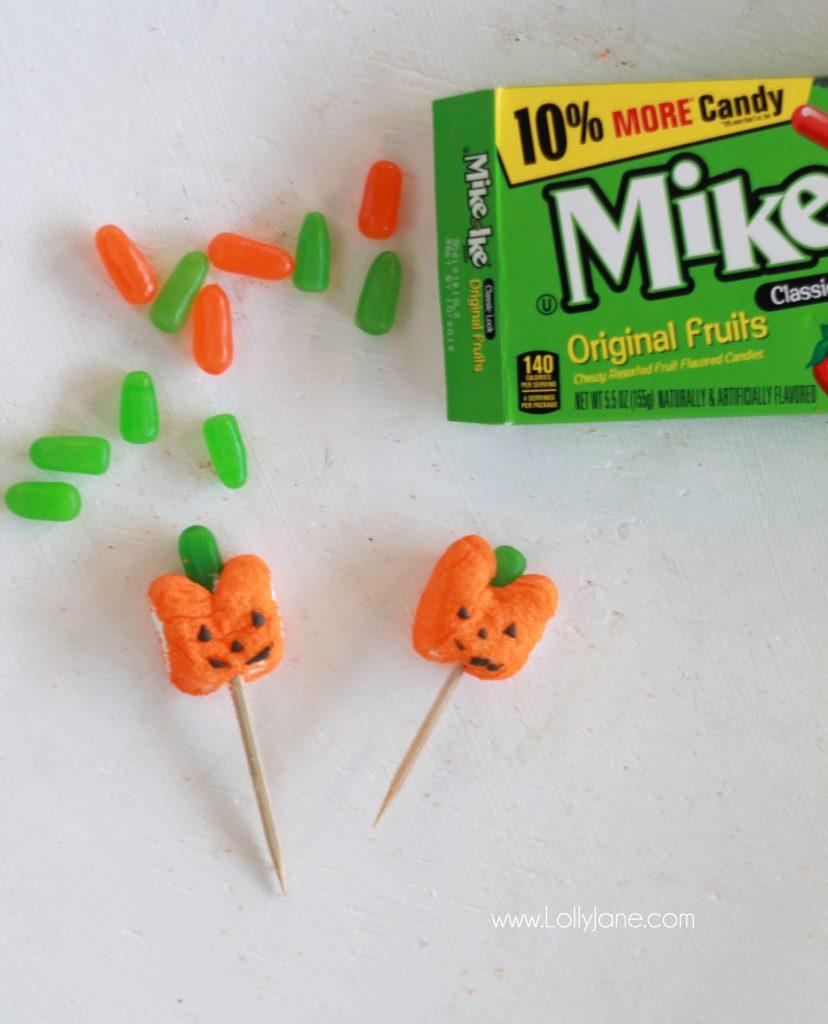 DIY Halloween Peeps-O-Lantern. Fun kid activity to display during the spooky season!
