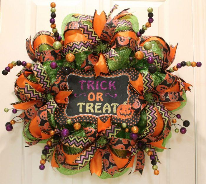 DIY-Halloween-Wreath-6-700x626.jpeg