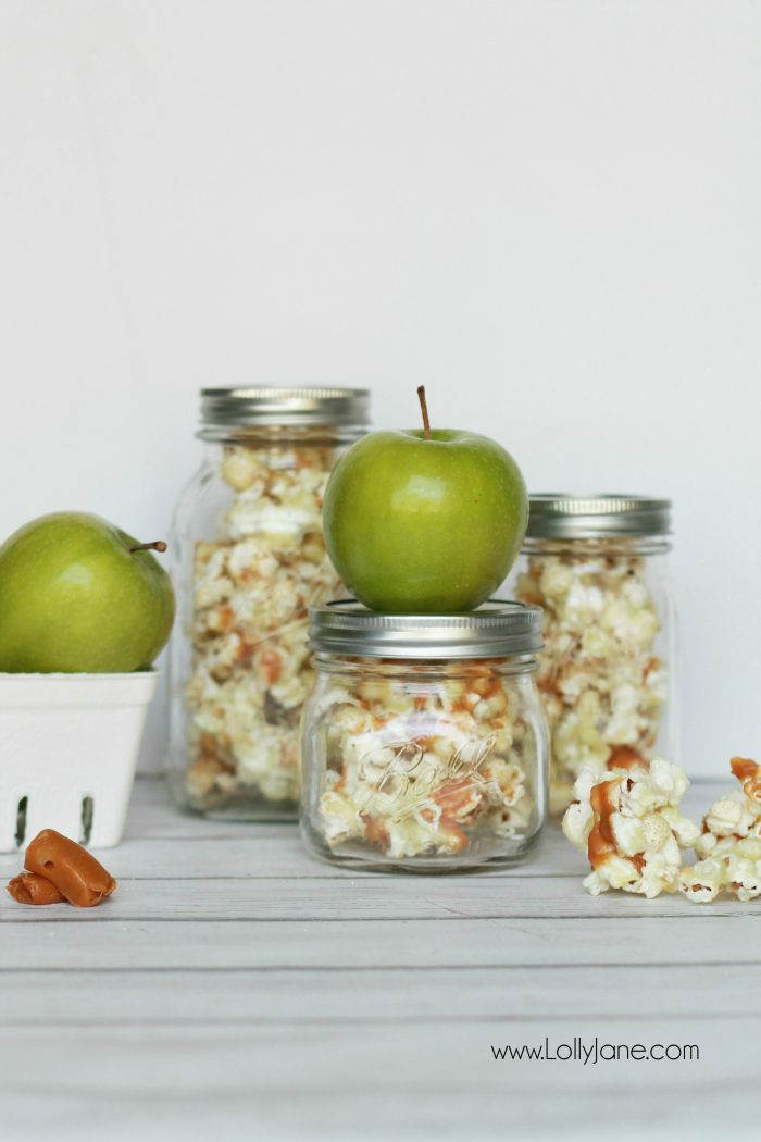 Easy caramel apple popcorn recipe. Great neighbor gift idea! Love this caramel apple popcorn in a jar gift idea! Yummy candied caramel popcorn recipe!