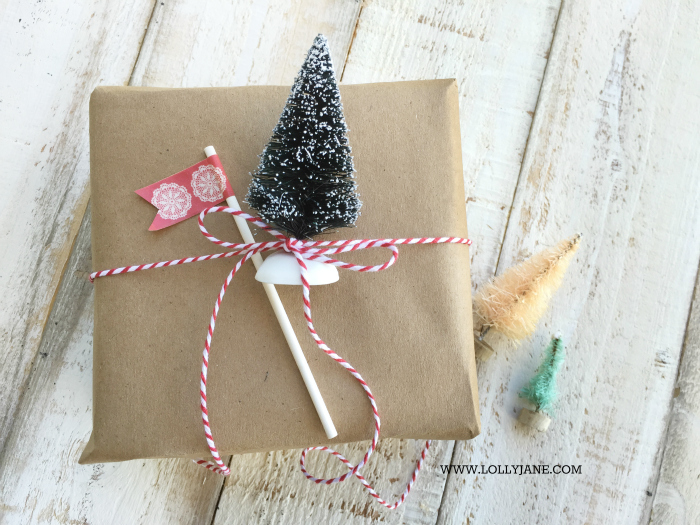 Easy gift wrap idea: tie a bottle brush tree with bakers twine! Love this bottle brush tree gift wrap, so cute and easy! via @lollyjaneblog