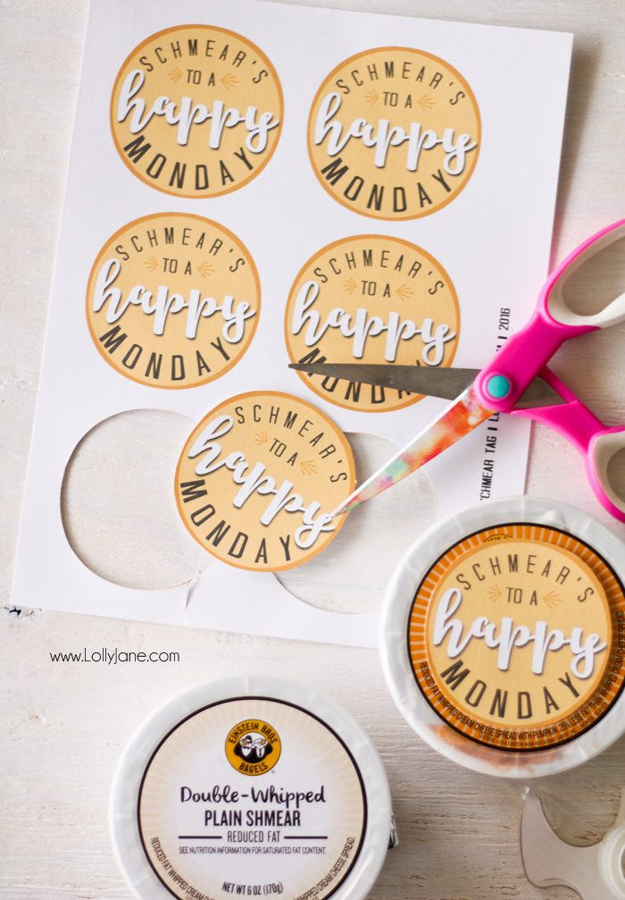 Help UnMonday someone's Monday with this fun scavenger hunt idea + FREE printable tags!