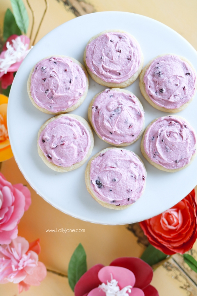 Fresh Blackberry Buttercream Frosting... so dang good! Top on cookies, cupcakes or a cake!