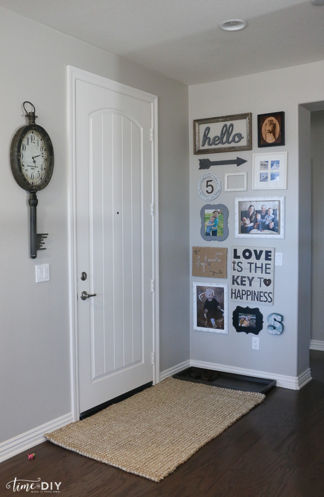 Easy entryway gallery wall decor. Cute home decor ideas!