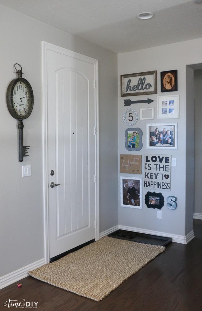 Easy entryway gallery wall decor. Cute home decor ideas!